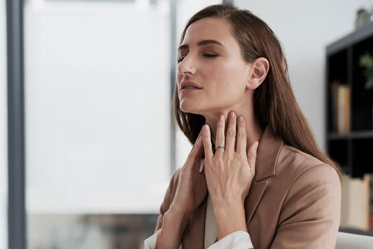 Soigner les maux de gorge naturellement